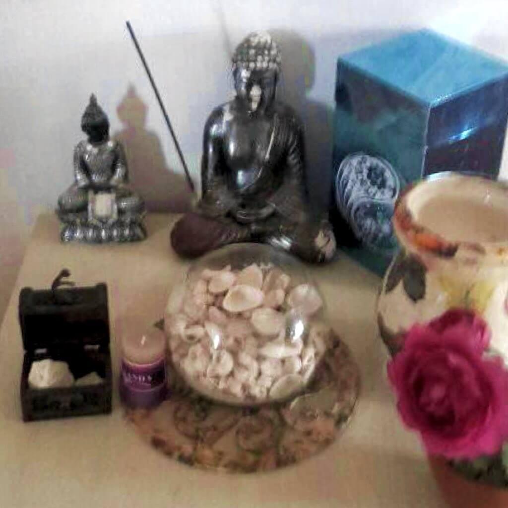 altar con buda para practicar la meditación